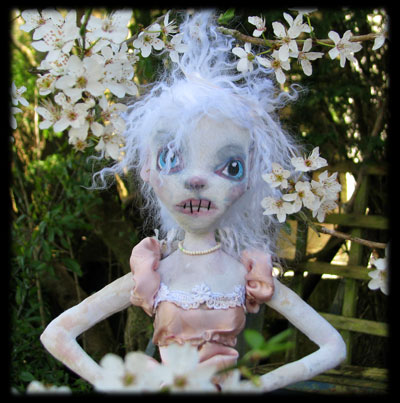 Ratgirl ghost doll close